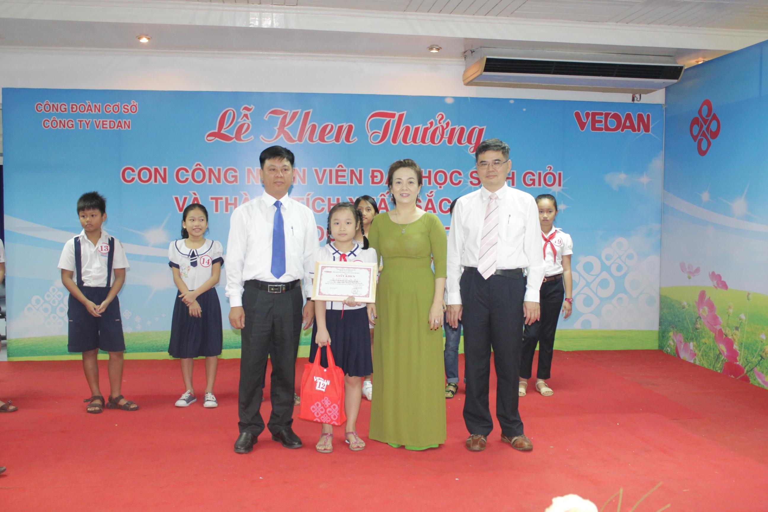 Vedan Việt Nam khen thưởng 700 con em của công nhân viên