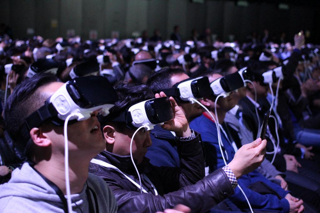 xu hướng social marketing 2018 với kính thực tế áo
