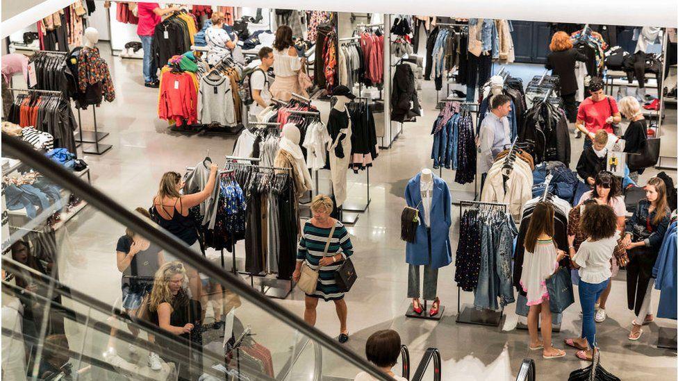 """Fast Fashion - """"Sức hút"""" không thể chối từ và """"hệ lụy"""" không thể chối cãi marketingreview.vn 2"""