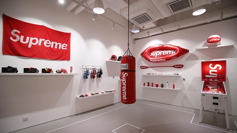 Bằng cách nào mà Supreme tạo ra chiếc Logo có giá trị nhất thế giới? marketingreview.vn 2