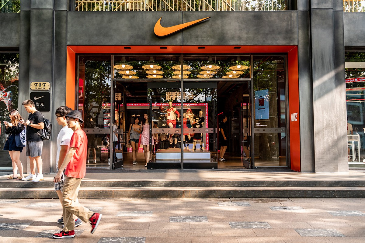 """Nike hứng chịu làn sóng tẩy chay toàn cầu sau phát ngôn """"xoa dịu"""" thị trường Trung Quốc?"""